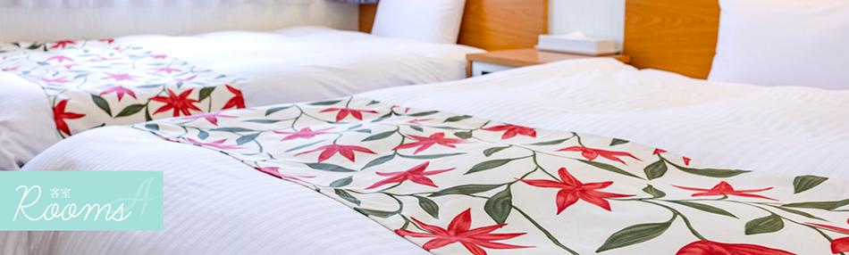 アールビジネスホテルの客室。全室デュベスタイル・セミダブルベッドを採用。